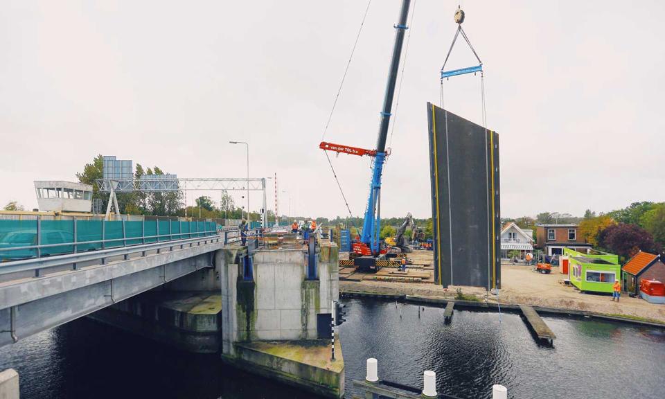 Val verwijderd busbrug Oude Rijn