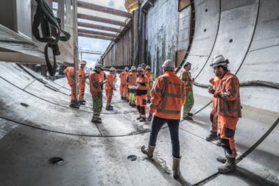 Het tunnelteam voor de boor in de tunnel