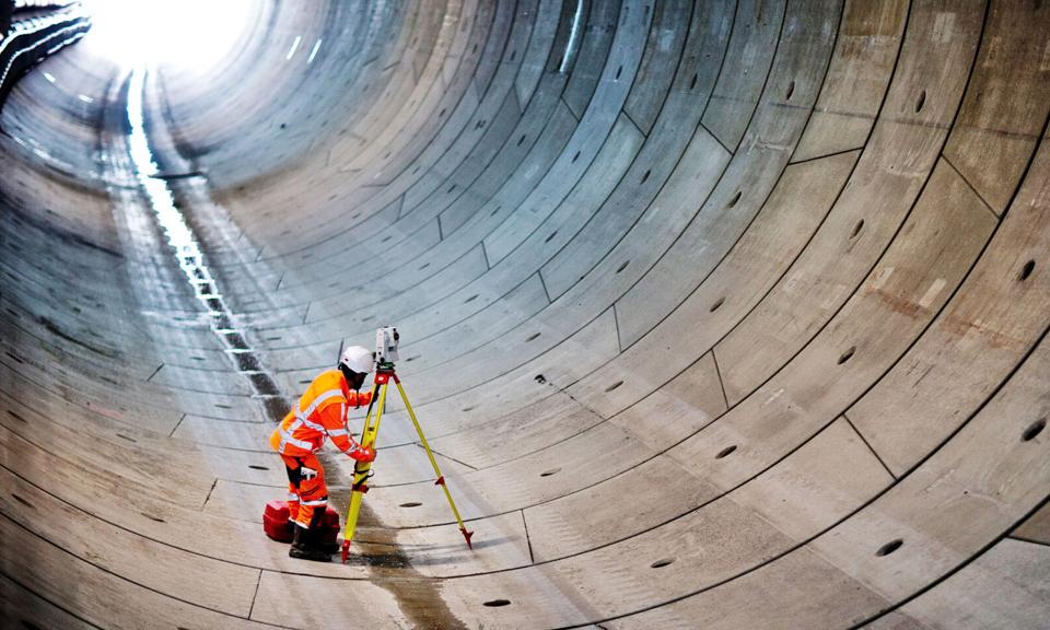 Landmeter in de tunnel