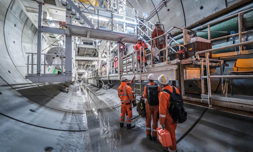 Het team van duikers voor de tunnelboormachine