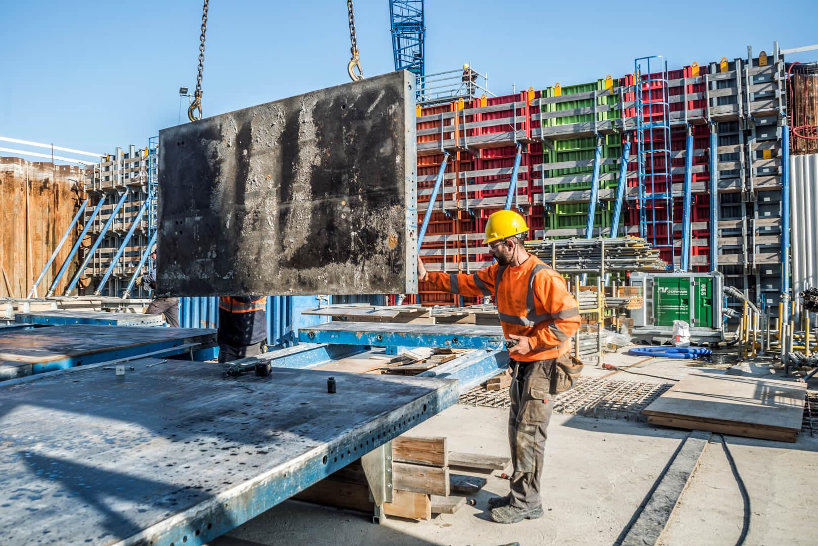 Werkzaamheden in de bouwkuip