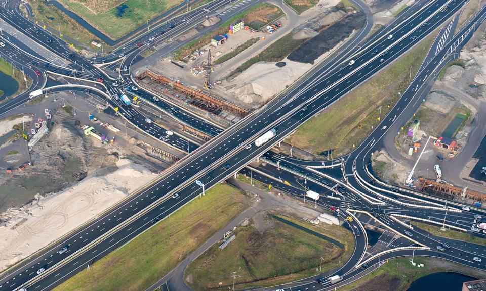 Aansluiting Leiden-West. met de gevlochten diamantaansluiting