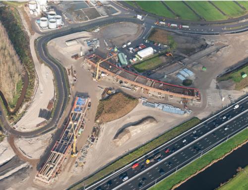 Grote betonstort fly-over knooppunt Hofvliet