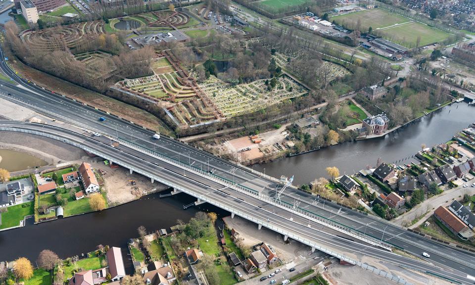 Luchtfoto A44 - Brug Oude Rijn