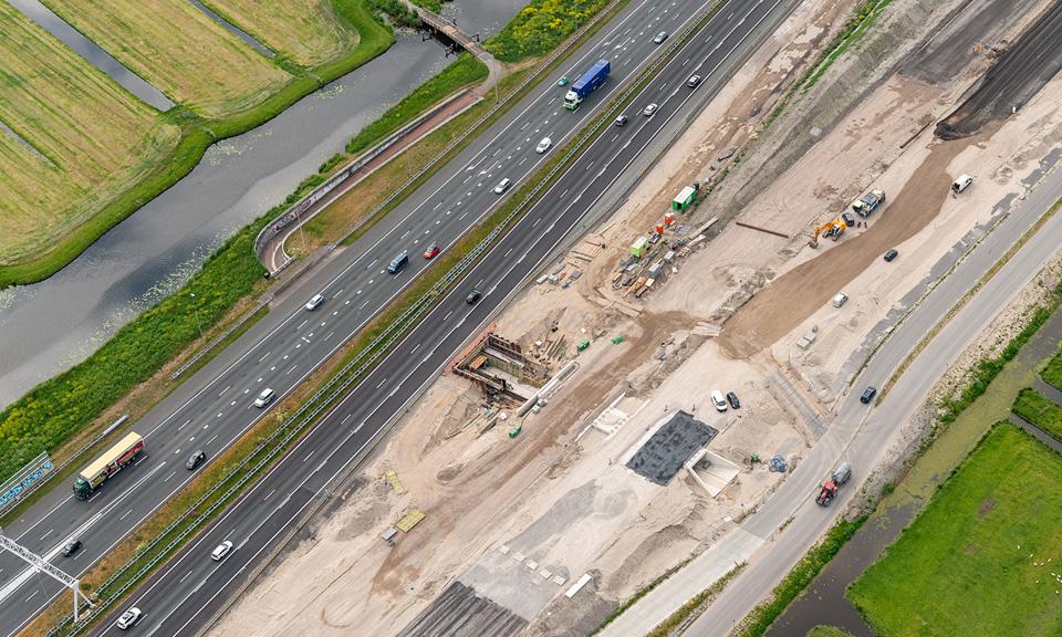 Luchtfoto fietstunnel onder de A4