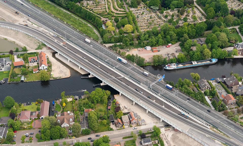 Luchtfoto Brug Oude Rijn