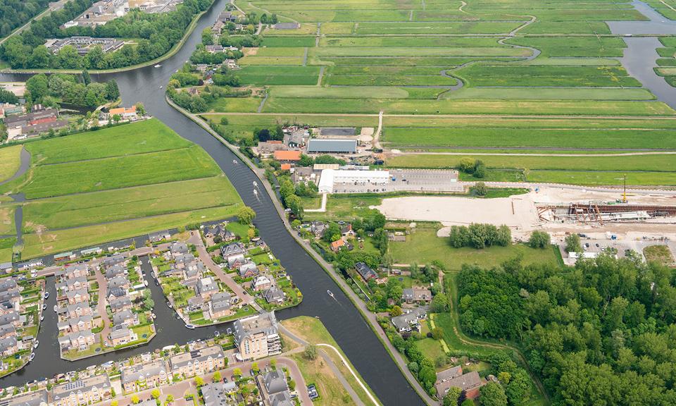 Luchtfoto Rijn-Schiekanaal met rechts de startschacht