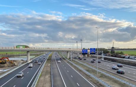 Overzichtsfoto A4 links de banen richting Den Haag en rechts de banen richting Amsterdam