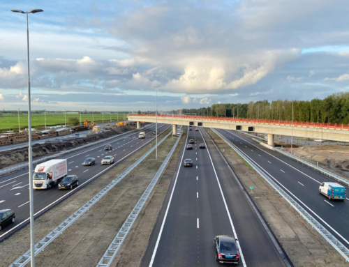 A4 richting Amsterdam rijdt onder fly-overs door