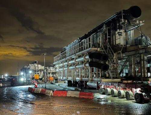 Speciale SPMT vervoert zware volgwagens tunnelboormachine