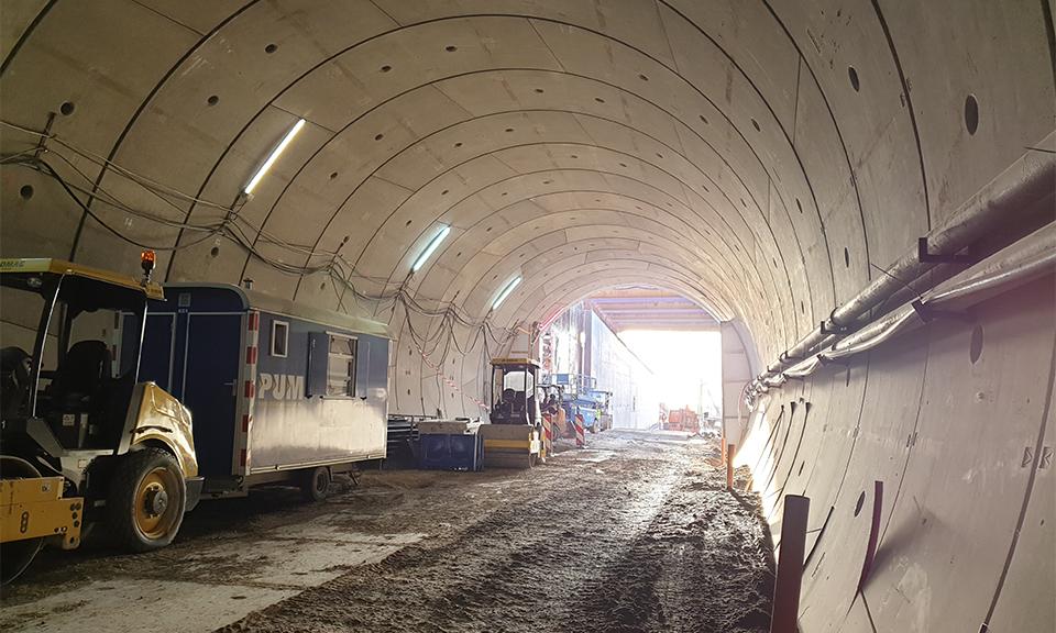 In de tunnel kijkend naar de startschacht